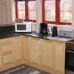 •Stort kjøkken med masse benk- og skapplass
